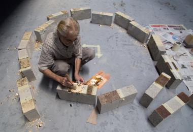 تطبيق الورق الذهبي على الطوب الخرساني لمشروع الكرة الذهبية - مشاريع عزيزة شاعوني